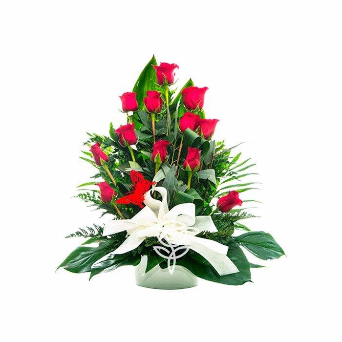 centro de 12 rosas rojas
